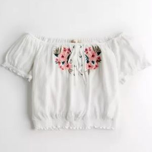 HOLLISTER FLORAL WHITE RUFFLED CROP TOP